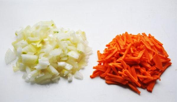 Готовим лук чеснок и морковь