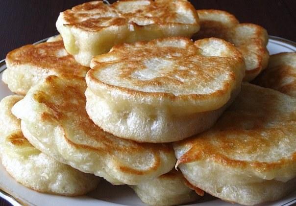 Тесто для пышных оладьев на кефире с дрожжами